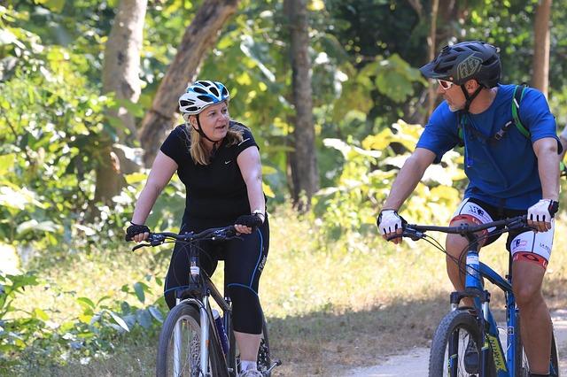 pár cyklistů
