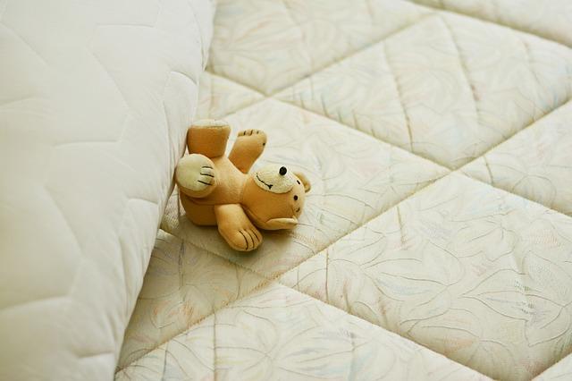 plyšáček na matraci