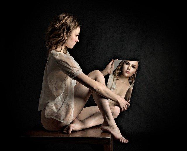 žena u zrcadla.jpg